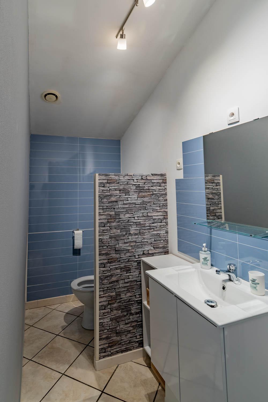 Salle de bains de la chambre La Dune à la closerie du chêne bleu Location de chambres d'hôtes près de bordeaux
