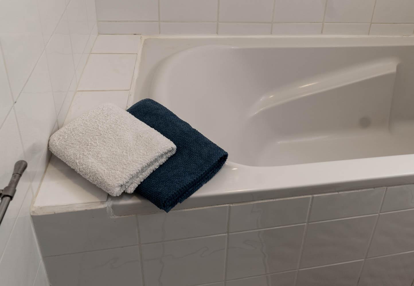 Salle de bains de la chambre Les Callonges à la closerie du chêne bleu Location de chambres d'hôtes près de bordeaux