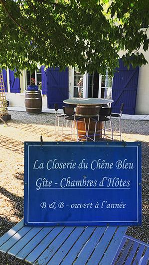 Panneau à La Closerie du Chêne Bleu, location de chambres d'hôtes près de Bordeaux