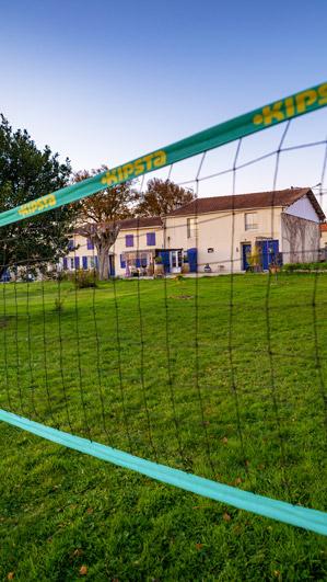 Filet de volleyball à La Closerie du Chêne Bleu, location de chambres d'hôtes près de Bordeaux